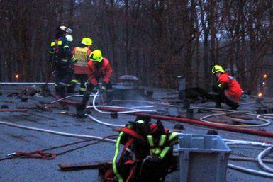 Einsatz auf dem Dach. Foto: Kudenholdt