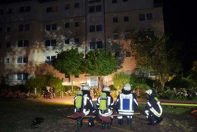 Brandbekämpfung am Tornescher Weg. Foto: Michael Bunk